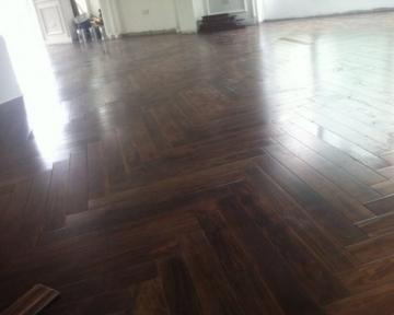 Công trình sàn gỗ chiu liu kiểu xương cá tại Khương Trung